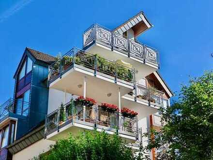 Schlossblick: Helle, gepflegte 3-Zimmer-Wohnung mit großem Sonnenbalkon mitten in Bensberg