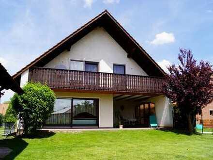 Roßtal: Großzügiges Einfamilienhaus mit großem Grundstück und Mehrzweckhalle (Oldtimergarage)