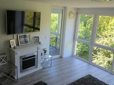 Außergewöhnliche Wohnung, exklusiv saniert und möblierte - Loft-Stil mit Wintergarten, Kamin, EBK