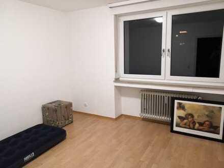Einfaches, sauberes Zimmer in netter 3er WG am Kurgarten