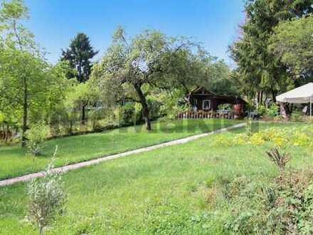 Ein Paradies für die ganze Familie: Großzügiges Schrebergarten-Grundstück mit charmanter Holzhütte