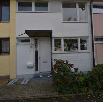 Reihenmittelhaus mit vier Zimmern in München (Kreis), Kirchheim bei München