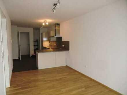 Zwei Zimmer Wohnung, quasi-Penthouse in 9 Parteien Haus, Bau 2015