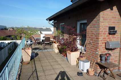 Gepflegte 6-Zimmer-Wohnung mit Balkon und Einbauküche in Bocholt