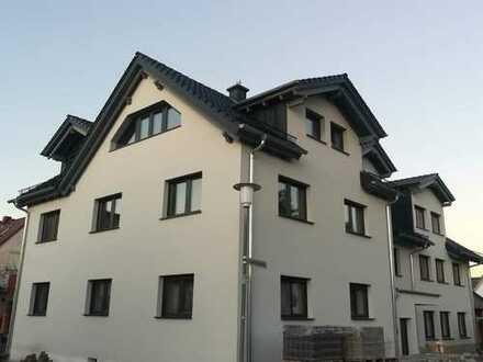 ERSTBEZUG! Exklusive 4-Zimmer OG-Wohnung mit Balkon im Schaafheimer Zentrum!