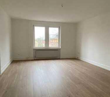 Helle, sanierte 2 Zimmer Altbauwohnung in ruhiger Lage von FFM Unterliederbach mit Einbauküche