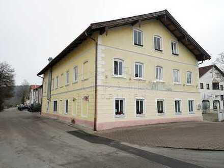 Gewerbe & Wohnhaus mit viel Potenzial - 83352 Altenmarkt