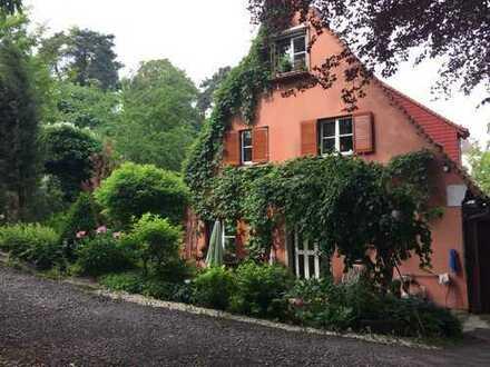 Zurückhaltender Charme mitten im Grünen im ehem. Pfarrhaus Westheim