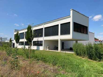 Gewerbeobjekt Büro/Schulungsräume (293m²) mit Halle (560m²)