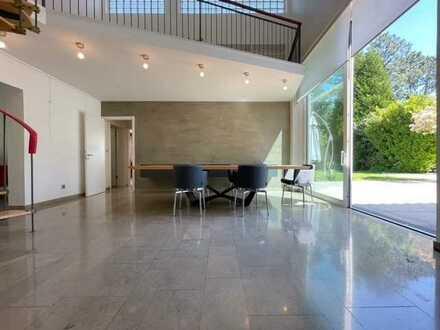 REFORCE - PROVISIONSFREI ! Modernes Einfamilienhaus mit Aussenpool in Bestlage im Hahnwald