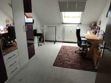 Gepflegte DG-Wohnung mit drei Zimmern und Balkon in Miltenberg