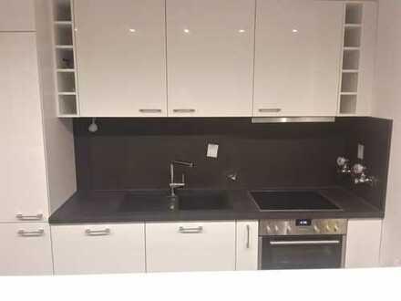 Stilvolle, modernisierte 2-Zimmer-Wohnung mit 2 Balkonen und Einbauküche in Darmstadt