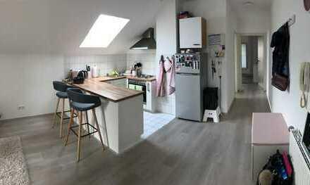 Gepflegte 2-Zimmer-DG-Wohnung mit 2 Balkonen und EBK in Sinsheim