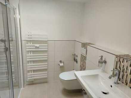 Neuwertige 2-Zimmer-Dachgeschosswohnung mit neuem Duschbad!