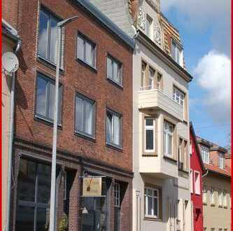 Moderne trifft auf Historie Stadthaus mit 3 Wohneinheiten & einer Lounge Schleiblick inklusive