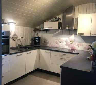 Helle Drei-Zimmer-Dachgeschosswohnung mit Gartennutzung