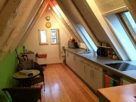 Gepflegte 4-Zimmer-Maisonette-Wohnung mit Balkon und EBK in Backnang