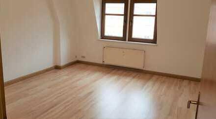Preiswerte 2-Zimmer-DG-Wohnung in Zwickau