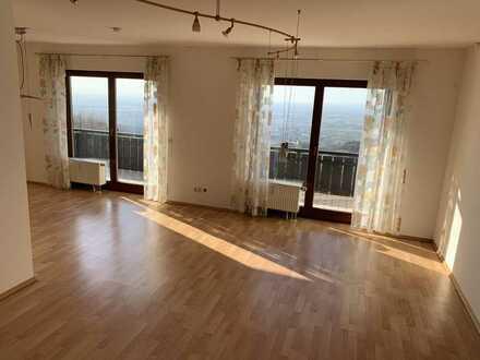 Hochwertige, helle 3 Zimmer Wohnung oberhalb Sasbachwalden