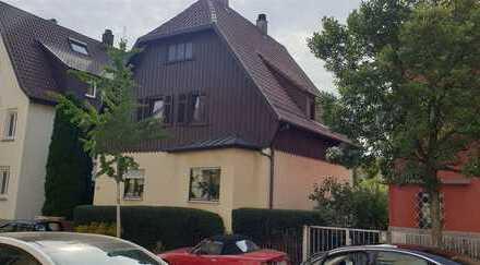 Charmantes Zweifamilienhaus in bevorzugter Wohnlage