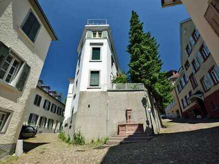 Wohnen im Denkmal am Schloss mit Blick über Baden-Baden! Wir freue uns auf IHR Kaufpreisangebot!