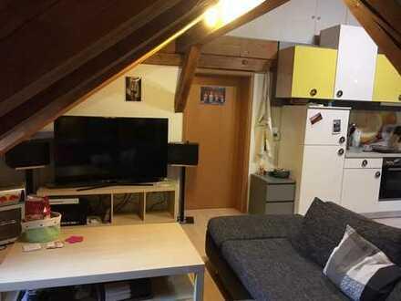 schöne 2,5 Zimmer DG Wohnung mit EBK