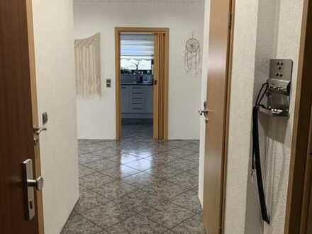 Neuwertige 4-Zimmer-Wohnung mit Balkon und Einbauküche in Walldorf