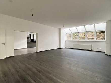 *Attraktive 2,5-Zimmer-Souterrain-wng.* für 1-2 Pers. / KFZ-Stellplatz / hochwertige EBK / Terrasse