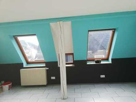 Vollständig renovierte 2-Zimmer-DG-Wohnung mit Einbauküche in Albstadt