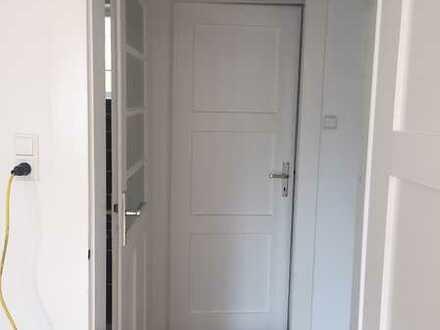 Helle, modernisierte 2-Zimmer-Wohnung mit 2 kleinen Balkonen u. Einbauküche in Baden-Baden
