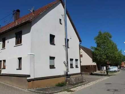 Modernisierte 5-Zimmer-Doppelhaushälfte mit EBK in Sonnenbühl Willmandingen