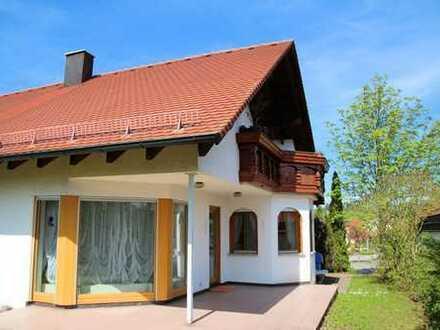 Helle Dachgeschosswohnung mit großem Balkon