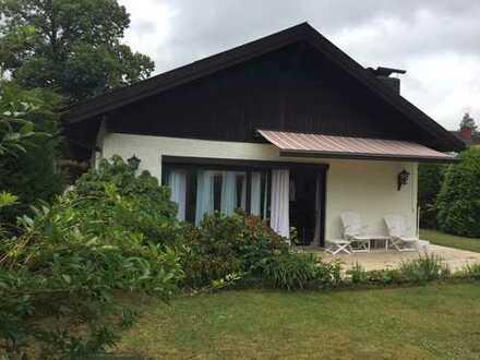 Provisionsfrei! Bungalow mit Satteldach auf ruhigem, großzügigem Grundstück