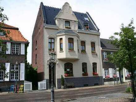 Sanierte 3 Zi, 94qm Wohnung mit Balkon und Einbauküche in Willich-Neersen