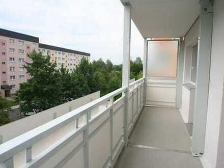 Barrierefreie Wohnung mit riesengroßem Südbalkon und geräumiger Küche - zum Sondermietpreis!!