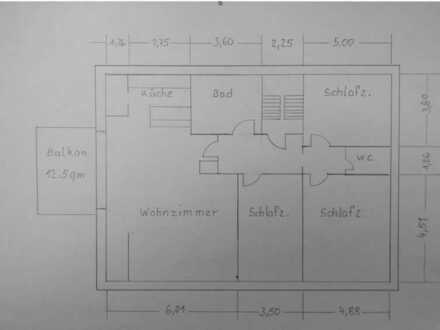 Vollständig renovierte DG-Wohnung mit vier Zimmern sowie Balkon und Einbauküche in Bamberg (Kreis)