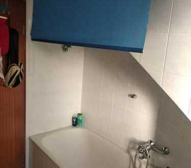 Gepflegte 2-Zimmer-DG-Wohnung mit Balkon und EBK in Bergen