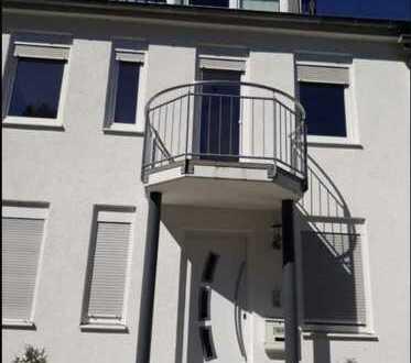Schönes, geräumiges Haus mit fünf Zimmern in Esslingen (Kreis), Filderstadt