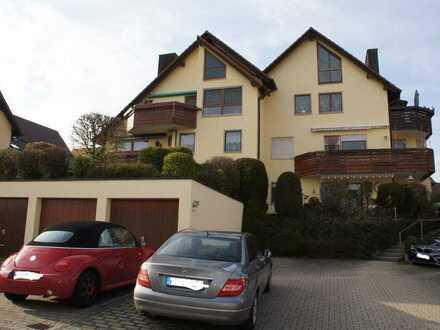 Gepflegte Maisonette-Wohnung mit viereinhalb Zimmern sowie Balkon und EBK in Jettingen