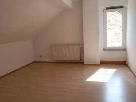 geräumige und helle 3 Zimmer Dachgeschosswohnung sucht Mieter
