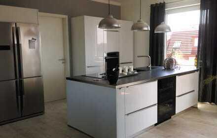 Neuwertige 4-Zimmer-Penthouse-Wohnung mit Dachterasse und EBK in Osnabrück