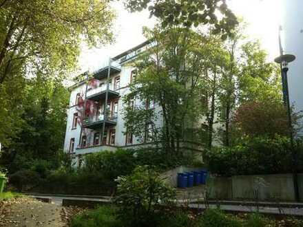 Vollständig renovierte 5-Zimmer-Penthouse-Wohnung mit Balkon und EBK in Bad Schwalbach