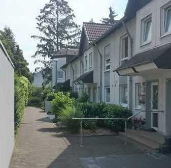Gepflegtes Reihenhaus mit vier Zimmern in Urbach, Köln