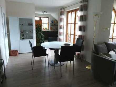 Geräumige u. sehr gepflegte 3-ZKB Dachgeschoss Wohnung inkl. Einbauküche in bevorzugter Wohngegend