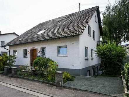 Eine echte Rarität!  Freistehendes Einfamilienhaus mit ELW in TOP-Lage!