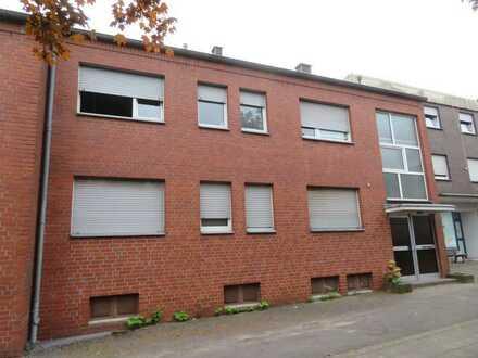 Schöne und günstig geschnittene fünf Zimmer Wohnung im 1 Obergeschoss