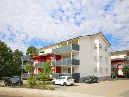 Neuwertige 3-Zimmer-Erdgeschosswohnung mit Balkon und zwei PKW-Stellplätzen
