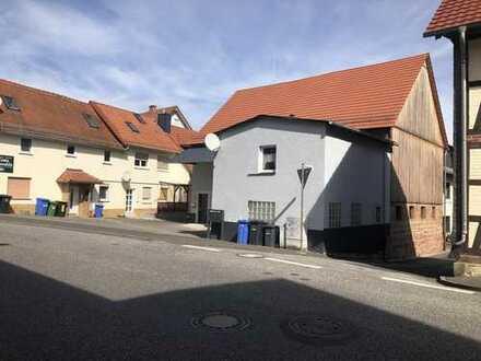 Marburg-Wehrda:Große Halle mit 2 Wohnungen und Lagerraum - vermietet- und 5 Stellplätzen