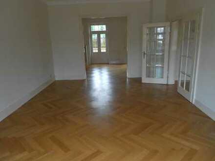 Exclusives Wohnen-wunderschöne Villa(DHH) im Salonwald mit 9 Zimmern und Garten