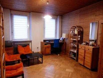Möbliertes 25m2 Zimmer in 4er WG für Studentin